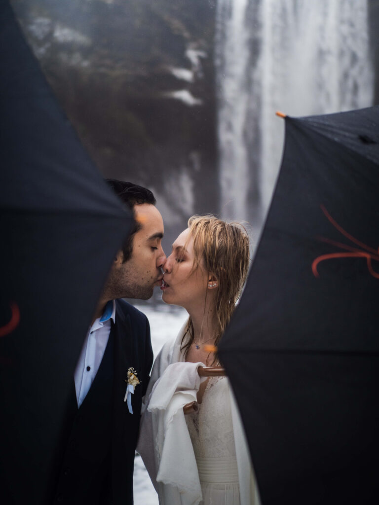 comfortable elopement regardless the weather in iceland
