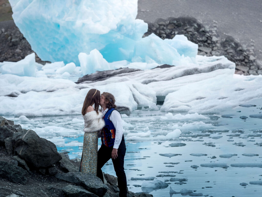 She is kissing him in iceland