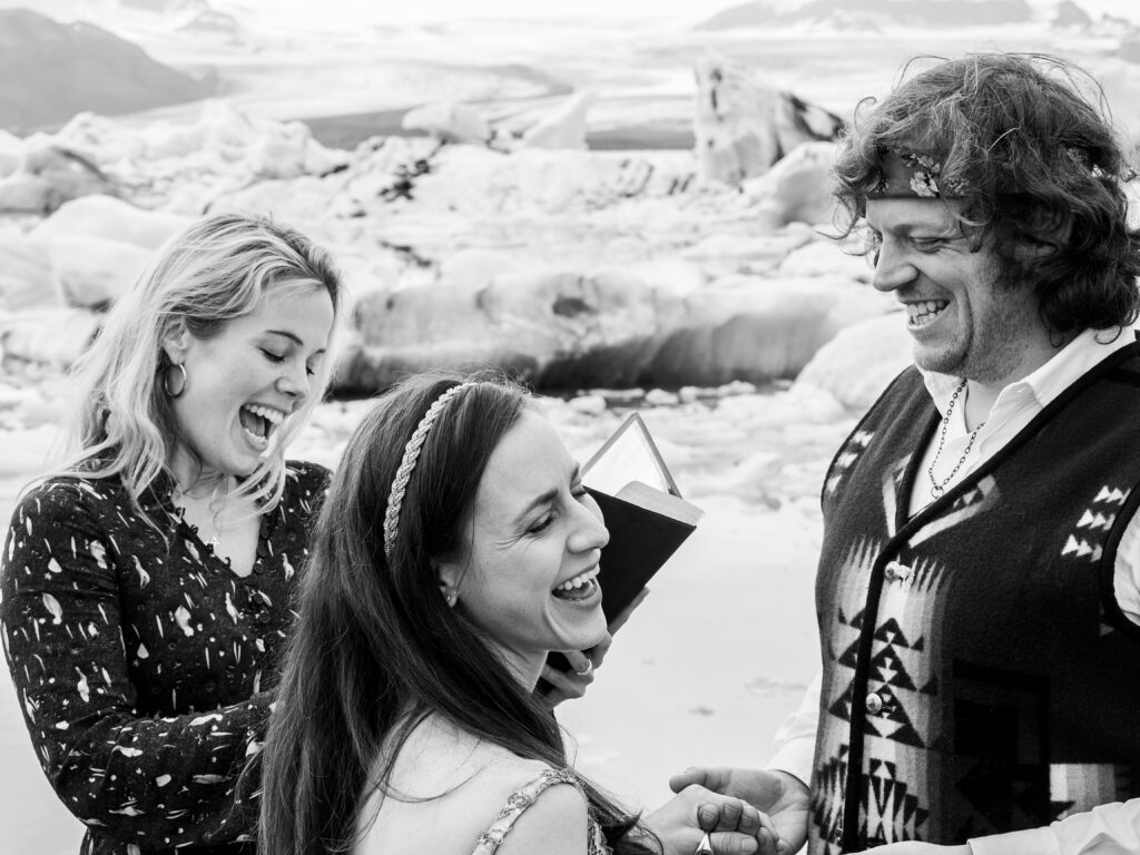 getting married in Iceland hhotograph by locl hotographer from reykjavik